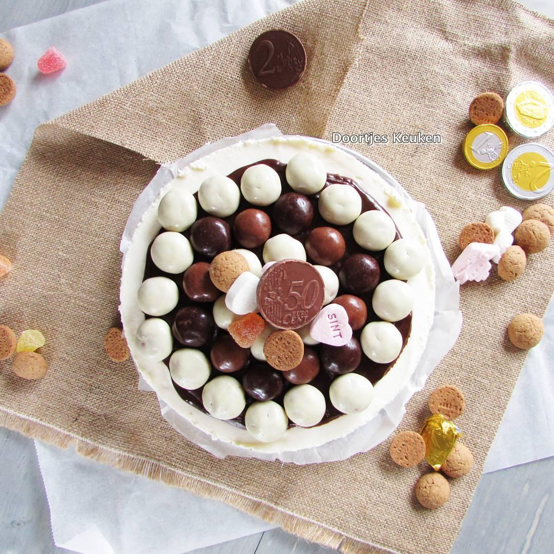 Oh kom er eens kijken, wat ik in mijn keukentje heb: speculaasmonchou! #taart #sinterklaas #foodie #pepernoten #doortjeskeuken link in bio!