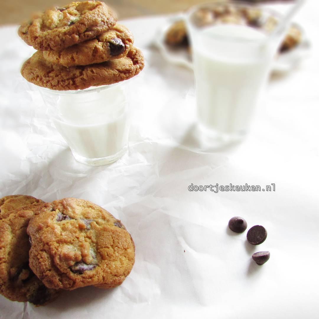 Nu online! Een overheerlijk recept voor #chocolatechipcookies #chocolate #chocola #chocolade #koekjes #linkinbio #foodie #doortjeskeuken #foodblogger #Dutch #homemade #bakery #love