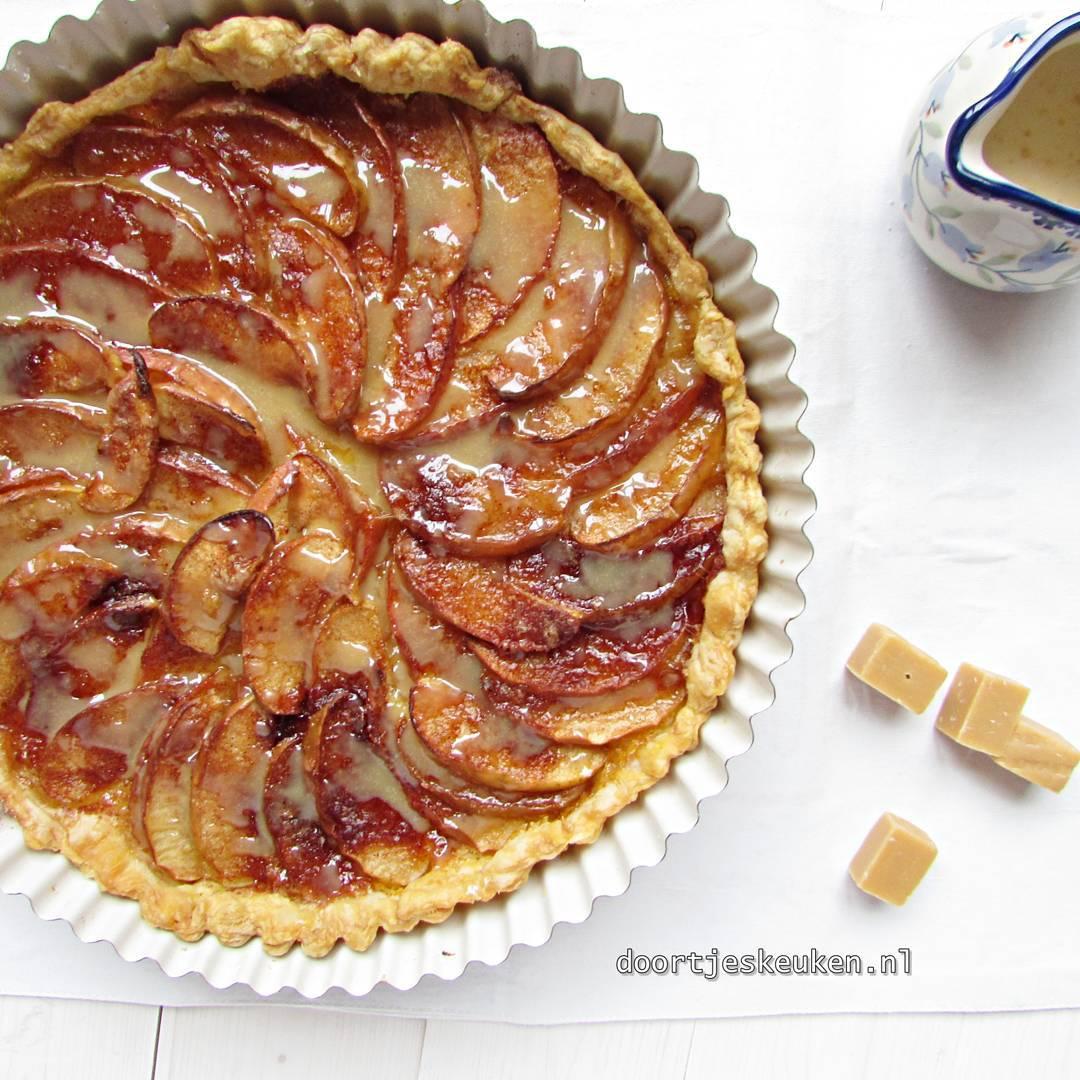 Nu online! Deze overheerlijke snelle #appelkarameltaart #foodpics #foodie #foodies #linkinbio #foodblogger #foodblog #doortjeskeuken #liefde #appel #apple #homebakery #homemade #homebaked #liefdevooreten #liefde #Dutch