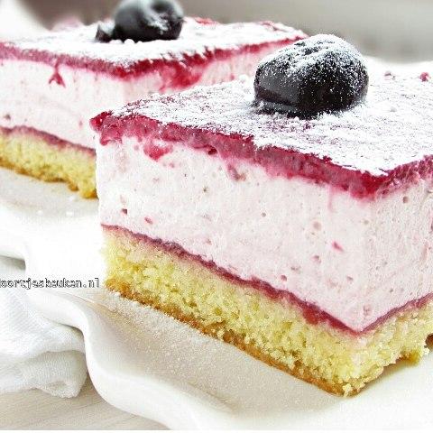 Het recept voor deze overheerlijke kersenbavarois staat nu online! #doortjeskeuken #linkinbio #foodie #foodies #foodpics #luckyshot #cherry #foodblog #foodblogger #foodgasm #homemade #cream #whippedcream #aardbei #strawberry #liefdevooreten #dutch